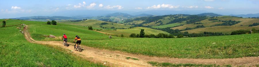 Panoráma z Malatinej na okolité údolia